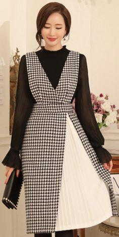 StyleOnme_Houndstooth Print Pleated Detail V-Neck Dress #houndstooth #pleated #flared #layered #dress #koreanfashion #kstyle #kfashion #seoul