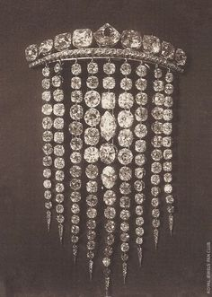 """just-vintage-inspired-jewels: """"Diamond Fringe (also called waterfall or cascade) brooch. These were often worn as hair ornaments too. Royal Crowns, Tiaras And Crowns, Hair Jewelry, Fine Jewelry, Antique Jewelry, Vintage Jewelry, Vintage Hair, Bijoux Art Nouveau, Diamond Hair"""