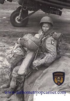 D Day Normandy Imagine parachuting into deep water with this gear.very brave men Military Photos, Military History, Vietnam Veterans, Vietnam War, Airborne Army, D Day Normandy, Military Drawings, Man Of War, Band Of Brothers
