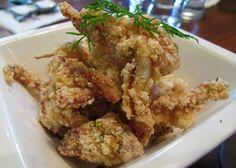 Σουπιές στο τηγάνι με άρωμα σκόρδου. Ένας υπέροχος και χορταστικός μεζές για ούζο! http://www.cookbox.gr/basiko-sustatiko/psaria-thalassina/malakia/soupies-sto-thgani-me-arwma-skordou