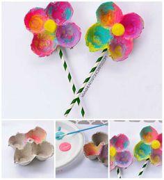 Fleurs multicolores avec des boites à oeufs