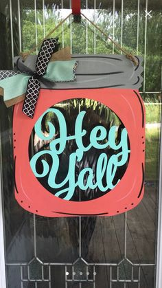 Excellent mason jar projects are offered on our web pages. Read more and you wont be sorry you did. Mason Jar Projects, Mason Jar Crafts, Mason Jar Diy, Diy Home Decor Projects, Diy Projects To Try, Sewing Projects, Diy Hanging Shelves, Wooden Door Hangers, Wine Bottle Crafts