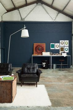 Cool Warehouse Living Room Painted in Indigo Night by Dulux - Living Colors, Paint Colors For Living Room, Azul Indigo, Bleu Indigo, Warehouse Living, Dark Blue Walls, Greyish Blue, Blue Grey, Photo Deco