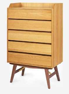 The Dualtone 5 Drawer Tall Chest is a nice marriage between the combination of quality American wood - bright oak and dark walnut. Set in 50s/60s mid-century flavours and paired with a tinge of pale brass, the furniture stands out from the norm.