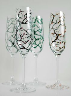 Nothing says celebration like an elegant flute of bubbly. These champagne flutes are perfect for toasting all of lifes best moments. From MaryElizabethArts on Easy.