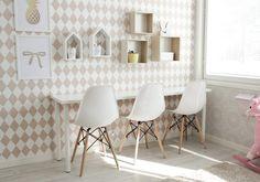 Tuolit Veken kaluste. Piirustuspöytä. Pellavaa ja pastellia blogi