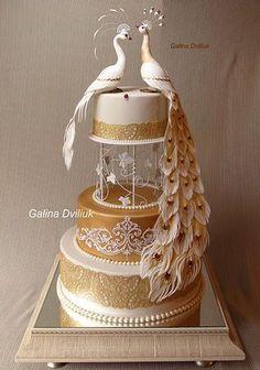 White and gold peacock cake Peacock Cake, Peacock Wedding Cake, Indian Wedding Cakes, Amazing Wedding Cakes, Elegant Wedding Cakes, Wedding Cake Designs, Amazing Cakes, Indian Weddings, Elegant Cakes