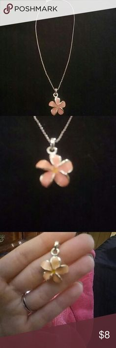 Hawaiian Flower Necklace From Hawaii, only worn once! Simply beautiful! Jewelry Necklaces