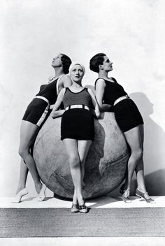 Models wearing swimsuits by Jean d'Ahetze (left and center) and Jane Régny (right), Photographer Baron George Hoyningen-Huene April 1930 Peter Lindbergh, Paolo Roversi, Vintage Photography, Fashion Photography, Portraits Victoriens, Sarah Moon, Vintage Outfits, Vintage Fashion, Elsa Schiaparelli