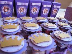 50 ideias para decoração Festa Princesinha Sofia Sofia The First Birthday Party, Sofia Party, 3rd Birthday, Princesa Sophia, Princess Birthday, Princesas Disney, Dessert Table, First Birthdays, Diy And Crafts