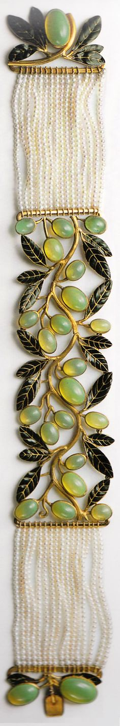 An Art Nouveau gold, enamel, glass and pearl 'Olives' choker, by René Lalique, 1897-99. Collection of Lalique Museum, Hakone, Japan. Source: René Lalique, Exceptional Jewellery 1890 - 1912. #Lalique #ArtNouveau #ring