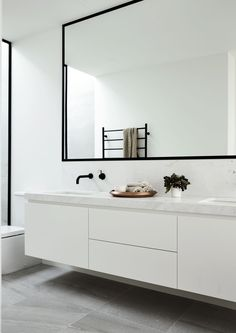 Black and White Bathroom Design . Black and White Bathroom Design . A Contrasting Black and White Bathroom Echoes the Floor Bathroom Faucets, Bathroom Layout, Bathroom Interior, Minimalist Bathroom, White Bathroom, Amazing Bathrooms, Luxury Bathroom, Black Bathroom, Vanity Design
