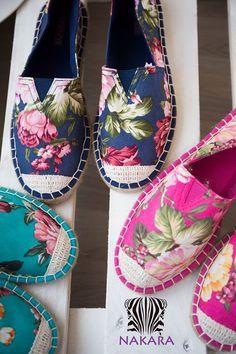 Zapatillas de esparto:) Espadrilles, Espadrille Shoes, Make Your Own Shoes, How To Make Shoes, Sock Shoes, Shoe Boots, Creative Shoes, Rainbow Shoes, Embellished Shoes