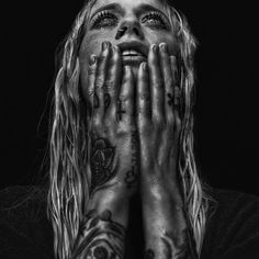 What an intense portrait of New Zealand musician by photographer … 🖤  . Studio Portrait Photography, Studio Portraits, Fine Art Photography, Black And White Girl, Black White Photos, Black And White Photography, Monochrome, Shadow Photos, Photo Story