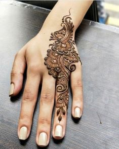 People having interest in fashion are much inclined towards the mehndi designs. If you are among beginners and love to try out different mehndi patterns and motifs then these easy mehndi designs are just perfect for you. Finger Henna Designs, Mehndi Designs For Beginners, Modern Mehndi Designs, Mehndi Designs For Girls, Wedding Mehndi Designs, Mehndi Designs For Fingers, Henna Tattoo Designs, Khafif Mehndi Design, Mehndi Design Pictures