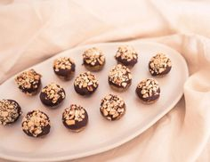 Healthy Nourished Soul Recipe - Raw Snickerz Bliss Balls - Free from Gluten, Dairy & Refined Sugars - The perfect healthy treat for any occasion, especially school lunchboxes for the kids. Made with love and organic ingredients. Vegan Friendly................... #recipe #recipes #blissballs #snickerballs #healthy #healthynourishedsoul #sallylowrie #author #publisher #organic #raw #vegan #glutenfree #dairyfree #healthylifestyle #cleaneating #treats #healthysnacks #lunchbox #inspo #rawtreats… Healthy Treats, Yummy Treats, Yummy Food, Sugar Free Vegan, Dairy Free, Bliss Balls, Balls Recipe, Raw Vegan, Vegan Friendly