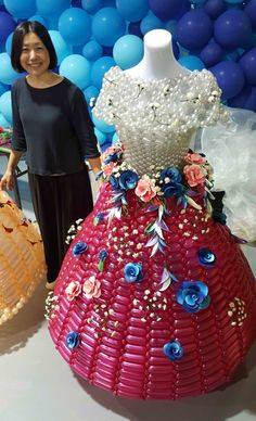 Balloon Dresses made by Rie Hosokai 2017 Verhoef W Dresses, Formal Dresses, China 2017, Balloon Modelling, Balloon Dress, Crazy Outfits, Animal Hats, Balloon Animals, Decoration