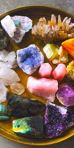 I used to love collecting these kind of rocks and stones!