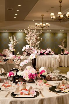 素敵な和の装花 Chinese Wedding Decor, Japanese Wedding, Japanese Style, Asian Party, Wedding Decorations, Table Decorations, Flower Boxes, Wedding Images, Banquet