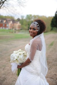 Twist out pulled to the side with an amazing head piece #NaturalHairBride #BGLH. Follow us @SIGNATUREBRIDE on Twitter and on FACEBOOK @ SIGNATURE BRIDE MAGAZINE