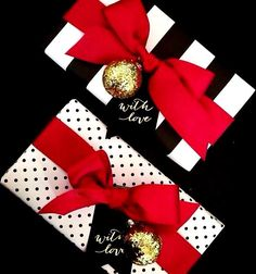 Tie a candy cane in there with the ribbon.