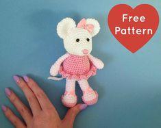 Heart & Sew: Ballerina Mouse - Free Crochet / Amigurumi Pattern http://www.heartandsew.co.uk/2015/08/ballerina-mouse-free-crochet-amigurumi.html