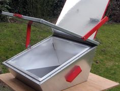 The Lazola 3 solar box cooker is promoted by the Lazola-Initiative zur Verbreitung solaren Kochens e.V., which offers detailed plans for how to manufacture this waterproof, well-built solar cooker. The LAZOLA has many advantages compared to other box cookers. As it is a full metal cooker it is extremely durable and dimensionally stable. Solar Oven Diy, Solar Cooker, Slow Living, Solar Energy, Outdoor Furniture, Outdoor Decor, Survival, Tagalog, Cooking