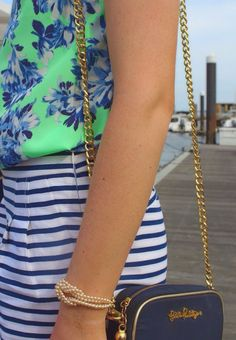 Minty blouse with navy/sky/snow florally printed chemisier and navy/snow striped waisted shorts with chained Lilly Pulitzer shoulder bag; Preppy Outfits, Summer Outfits, Cute Outfits, Preppy Clothes, Preppy Fashion, Beach Clothes, Dress Clothes, Looks Style, My Style