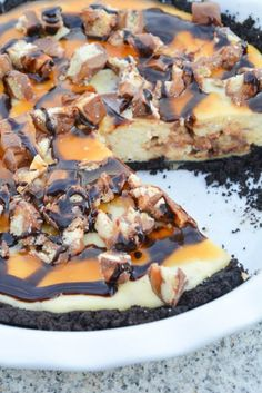 Twix Bar Cheesecake Pie - I am a Honey Bee Just Desserts, Delicious Desserts, Dessert Recipes, Yummy Food, Pie Recipes, Dessert Ideas, Recipies, Sweet Recipes, Twix Cheesecake Recipe