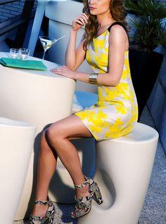 Terraza Hotel Claris Barcelona  Vestido  TARAJARMON Zapatos GUESS