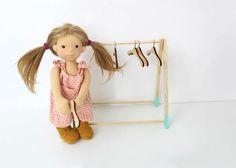 Vom Kleiderbügel für Puppen - RosaMinze Puppenatelier
