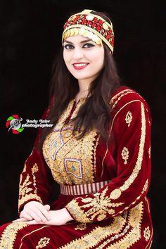 palestine Muslim Girls, Muslim Women, Traditional Fashion, Traditional Dresses, Muslim Fashion, Hijab Fashion, Hungarian Women, Glamour Ladies, Arabic Dress