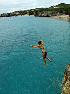 Curaçao - Yep.. I jumped off this very cliff with my Dad :) Gonna jump off of it with my <3