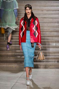 Verão da Miu Miu mantém vivos os códigos da grife - Vogue   Desfiles