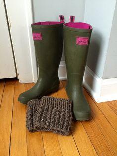 Free Cozy Knit Boot Cuffs Pattern by Ashley Lillis Knitted Boot Cuffs, Crochet Boots, Knitted Slippers, Knitting Socks, Knit Socks, Knitting Patterns Free, Knit Patterns, Free Knitting, Quilting Patterns