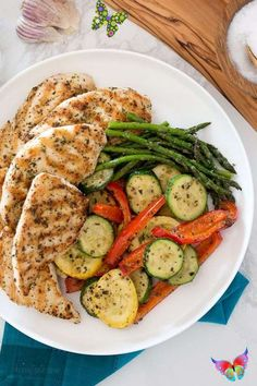 beingbifunow Grilled Garlic and Herb Chicken and Veggies - Skinnytaste -   - #chicken #French #garlic #grilled #herb #Paleo #Potatoes #Recipes #skinnytaste #veggies<br> Chicken And Veggie Recipes, Healthy Chicken, Grilled Chicken, Healthy Dinner Recipes, Diet Recipes, Herb Recipes, Best Food Ever, Healthy Eating, Healthy Food