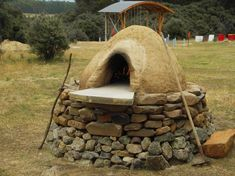 "So you want to build your own pizza oven because it makes the best, tasting pizzas! This is the first of a four part ""how-to"" build a cob pizza oven. http://www.theartofdoingstuff.com/"