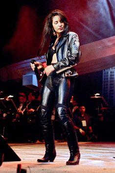Selena, her performance at the Tejano Music Awards, Bidi Bidi Bom Bom! Selena Quintanilla Perez, Salma Hayek, Selena Pictures, American Singers, 90s Fashion, Fashion History, Fashion Outfits, Role Models, Style Icons