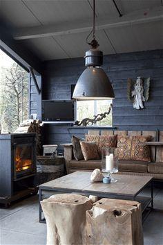 Woonwinkel Artistiek uit Den Hout heeft veel ervaring in woonmeubilair. Op eigenzinnige manier worden de meubelen vervaardigd. Bekijk hier de projecten.