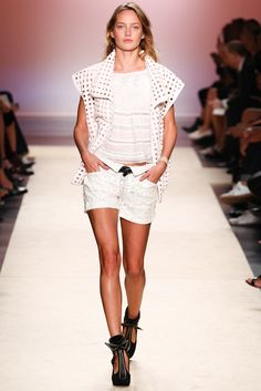 Isabel Marant - Spring 2014 Ready-to-Wear - Look 10 of 41