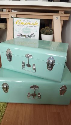 My little trunks green water Houses of the world - Green Bag, Mint Green, Vintage Furniture, Cool Furniture, Mint Aesthetic, Water House, Green Colors, Decoration, Baby Room