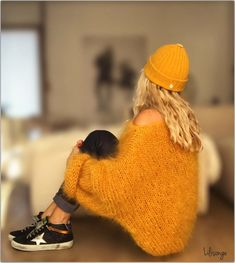 Today it's Cow girl . Gros Pull Mohair, Cow Girl, Wooly Hats, Womens Fashion Stores, Vintage Fur, Insta Look, Knit Fashion, Sweater Coats, Knitting Designs