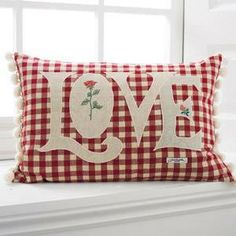 Valentine's Day Cushion - Red and white Gingham pillow with LOVE applique Sewing Pillows, Diy Pillows, Custom Pillows, Decorative Pillows, Throw Pillows, Applique Cushions, Cushions To Make, Cushion Covers, Pillow Covers