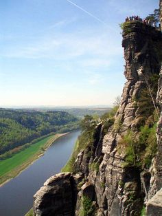 View of the Elbe and the Wartturm rocks