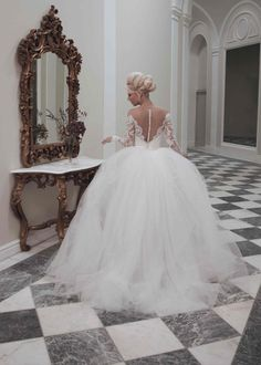 Tulle Long Sleeve Sheers Open Back Ball Gown Wedding Dresses/Bridal Gowns