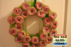 Pink and Green Mama: * Christmas Craft: Easy DIY Candy Advent Wreath With Recycled Materials