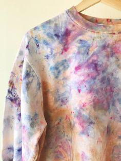 Aug 2018 - Hand Dyed Cotton Crew Neck Sweatshirt in Amethyst, Anna Joyce, Portland, OR. Tie Dye Hoodie, Tie Dye Shirts, Diy Tie Dye Sweatshirt, Tye Dye, Batik Mode, Tie Dye Crafts, Tie Dye Fashion, Tie Dye Patterns, Shirt Patterns
