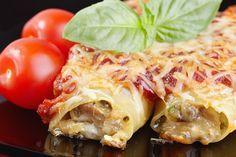 Das Rezept für vier Personen bietet leckere Cannelloni mit Pilzfüllung und ist nach 35-40 Minuten Backen zubereitet.