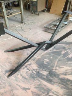 Furniture Hinges, Diy Furniture Plans, Steel Furniture, Industrial Furniture, Furniture Projects, Steel Table Legs, Dining Table Legs, Square Dining Tables, Table Beton