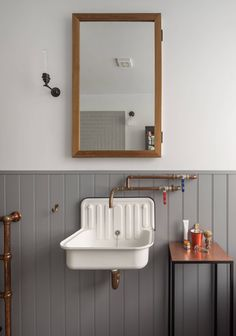 Take your bathroom design into the realm of industrial home design with these inspirational bathroom designs and industrial bathroom accessories. Industrial Bathroom Design, Vintage Industrial Decor, Bathroom Interior, Modern Bathroom, Industrial Style, Small Bathroom, Bathroom Ideas, Bathroom Designs, Bathroom Organization